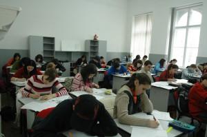 elevi-clasa-scriu